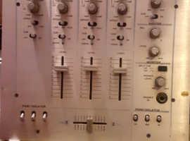 DJ .Proffessional decks mixer VESTAX