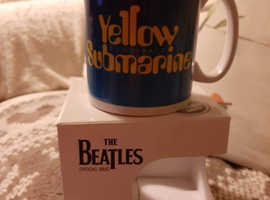 THE BEATLES yellow submarine cup boxed