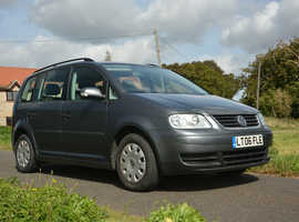 Volkswagen Touran, **7 SEATS** 2006 1.6 Petrol. JUST had brand NEW CLUTCH/BRAKES/MOT & SERVICED!! Less than ave mileage!!!