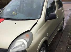 Toyota Yaris, 2001 (51) Gold MPV, Automatic Petrol, 90,000 miles
