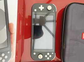 Nintendo Switch Lite + 2 games + travel case