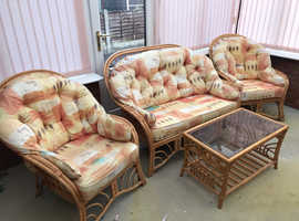 Lovely conservatory suite hardly used