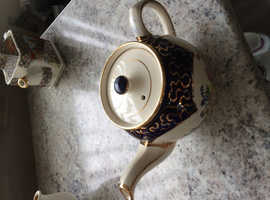 A selection of three teapots in excellent condition