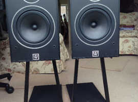 HAND MADE WHARFEDALE HIGH END SPEAKERS SYSTEMS TOGETHER WITH FLOOR STANDS EXCELLENT A1 MINT CONDITION LITTLE USAGE HAND MADE  SPEAKERS TOGETHER WITH S