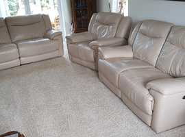 Lovely leather 3 Piece Motorised recliners all in good working order