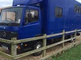 Mercedes 814 7.5T 4 horse lorry