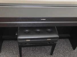 Yamaha YDP 650 BLACK, Digital Piano + Stool