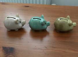 3 mini piggy banks