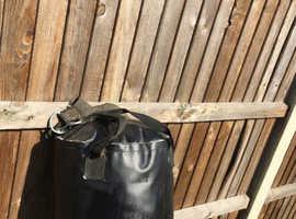 Four foot everlast boxing bag