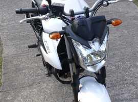Yamaha XJ6 naked, 2012 in pearlized white.