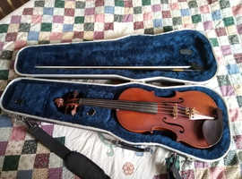 Violin with carbon fibre bow and hard case