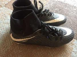 Nike hypervenom size 6