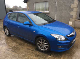 Blue Hyundai i30, 2010 £30 road tax