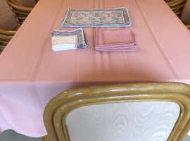 DINING TABLE, CHAIRS AND TABLE MATS & MATCHING NAPKINS