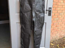 High quality hide Bib & Brace trousers, with built in thigh and knee protection.