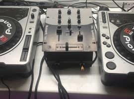 Pioneer cdj 800 and Numark mixer