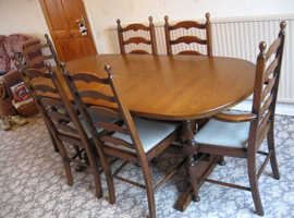 DINING TABLE & 8 CHAIRS EXTENABLE 70'' 177CMS LONG 32'' 82CMS WIDE GOOD CONDITIO
