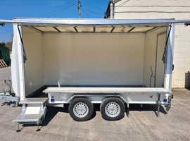 Lynton 3.6M Showman Trailer with rear personal door