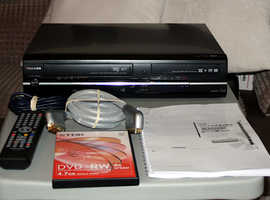 Toshiba HDD DVD VHS Recorder Combo with Freeview