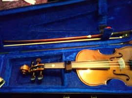 1/4 violin in case