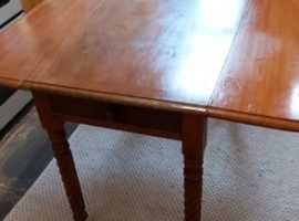 Victorian mahogany Pembroke drop leaf table spool legs