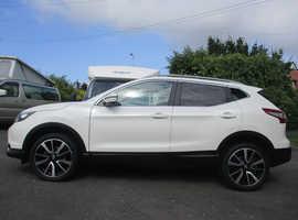 Nissan Qashqai, 2017 (17) White, Manual Diesel, 23,000 miles, Glass Roof, Sat Nav