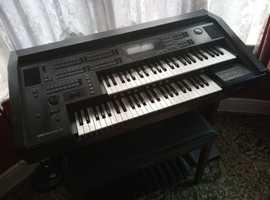 Yamaha EL70 Keyboard