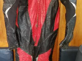 Frank Thomas Racing Leathers.  One piece.  Size UK 44  - Eur 54.