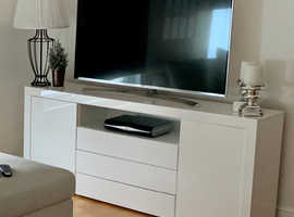 White High Gloss TV Unit/Sideboard Cabinet