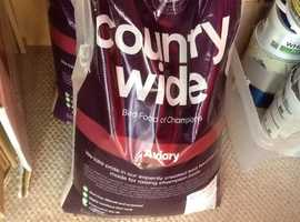 2x2kg bags of budgie seed