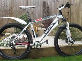 Trek 6700 Mountain Bike 26 Inch Wheels Disk Brakes 17.5 Inch Frame Front Suspension