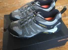 Merrell Accentor walking shoe. Size 7