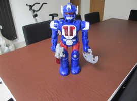 ROBOT WALKING, TALKING, ROTATING, WITH FLASHING LIGHTS