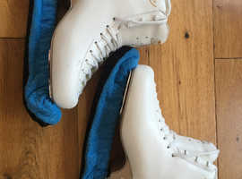Skates in Very good condition!