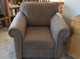 6 months old 3 seater settee and 2 armchairs