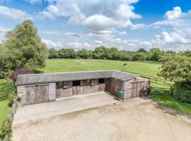 Private yard to rent - 2 stables/2 acres
