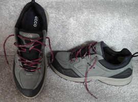 Ecco Sport Goretex, size 39, ladies walking shoes. Black/dark shadow/burgundy.