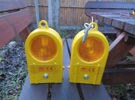 AMBER FLASHING WARNING LIGHTS (2) BRAND NEW. BATTERIES NOT INCLUDED.