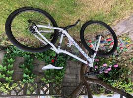 Women's carerra mountain bike