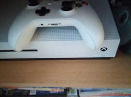 Xbox 1 for sale 2 games and controller