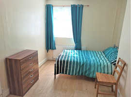 DOUBLE ROOM BILLS, WIFI, CLEANER INCLUDED ONLY 5 MINUTES FROM BETHNAL GREEN TUBE