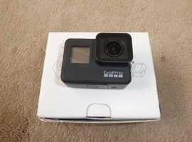 GoPro - HERO 7 Black - 4K Ultra HD - Waterproof Action Camera, 32gb card, selfie stick
