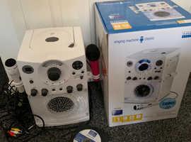 Karaoke machine in excellent condition