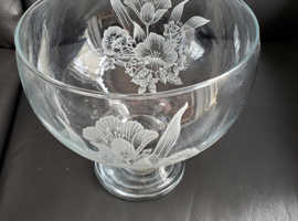Decrotive glass bowl