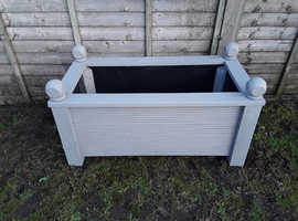 Wooden Planter with ball tops