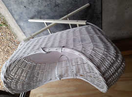Wicker crib with stand and mattress