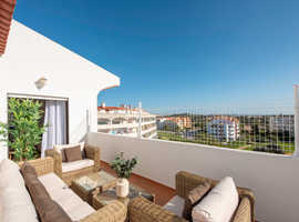 Penthouse in the heart of Albufeira. Sleeps 6-8 Persons.