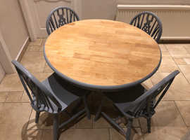Dining Table With 4 Oak Wheel Back Chairs