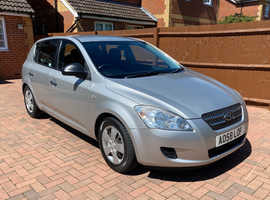 Kia Ceed Silver Hatchback Manual Petrol for sale - very well cared for and reliable!