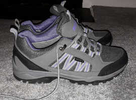 Ladies hiking boots size 8